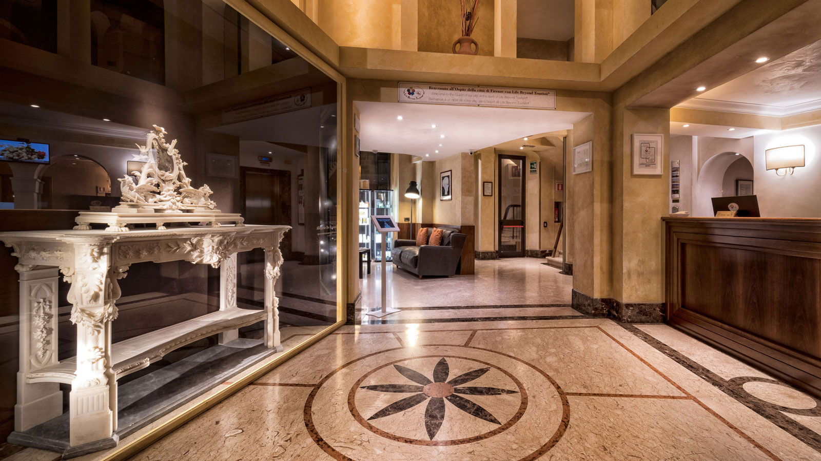 hall-hotel-pitti-palace-03