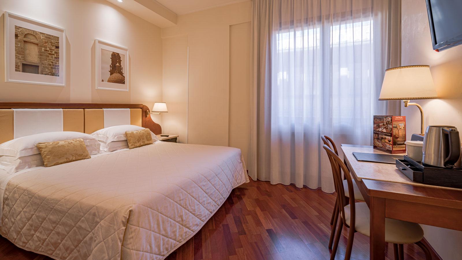 classic-double-room-413-01